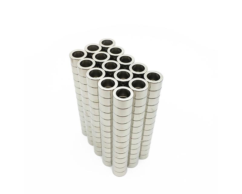 厂家直销环形磁铁 钕铁硼圆环强力磁铁 小圆形带孔磁环